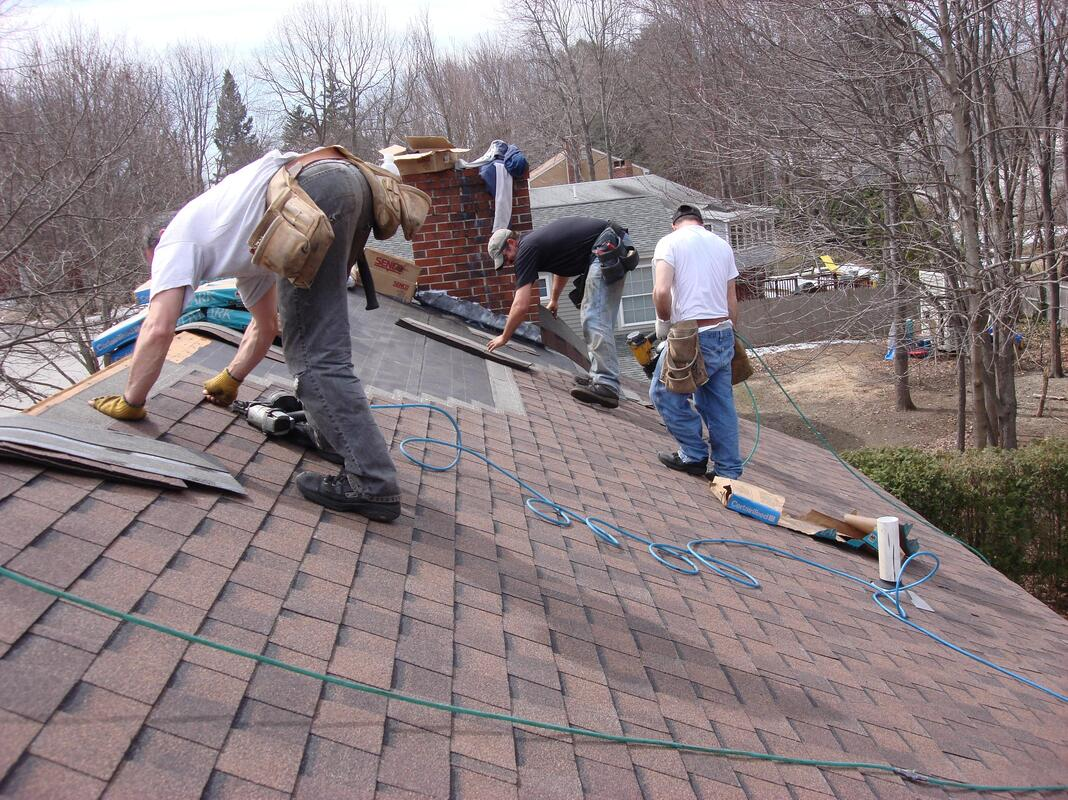 Roofing crew replacing a roof in Thousand Oaks CA