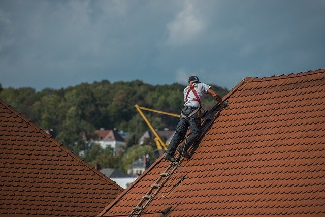 A roofing contractor working on fixing a roof in Thousand Oaks